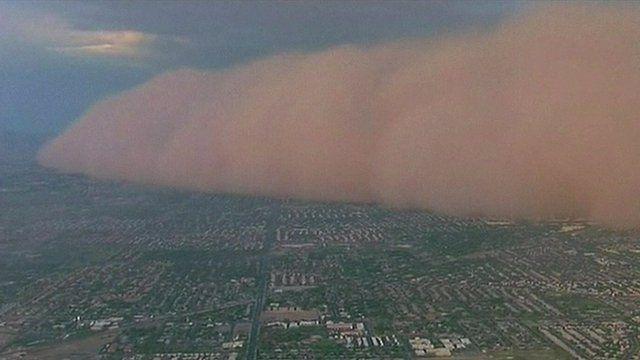 Dust storm sweeps across Phoenix, Arizona