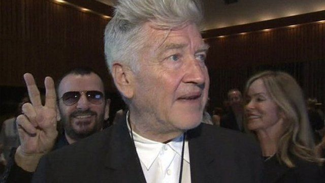 Ringo Starr photobombs Director David Lynch