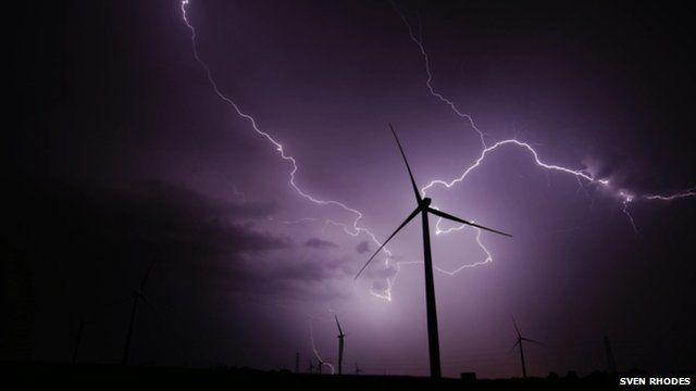 Lightning and wind turbines