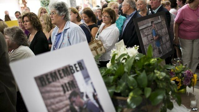 Photographs of James Foley and congregation at service