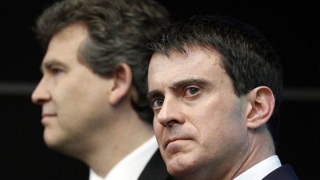 Manuel Valls (R) with Arnaud Montebourg (L) (file pic April 2014)