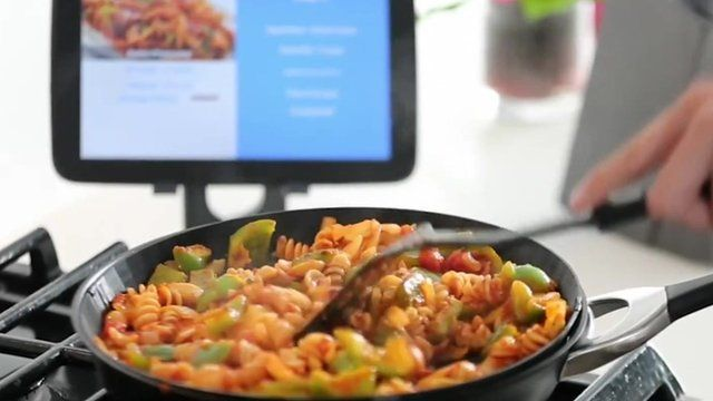 Smartypan being used to cook food