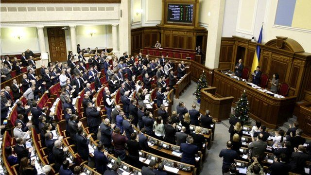 """Parliamentary deputies applaud after a renouncing of Ukraine's """"non-aligned"""" status during a session of a parliament in Kiev"""