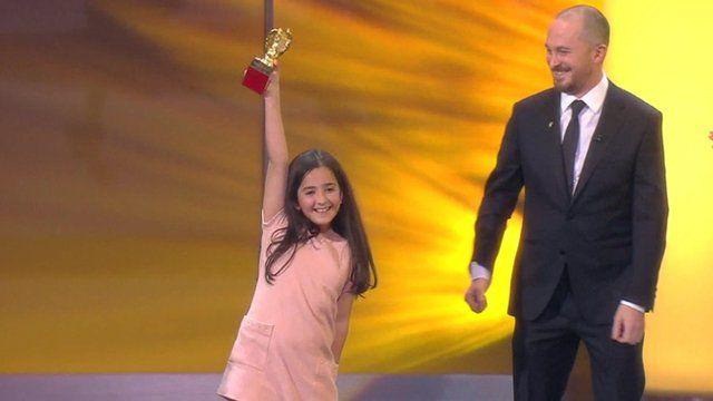 Jafar Panahi's niece Hana Saeidi accepting the award on his behalf