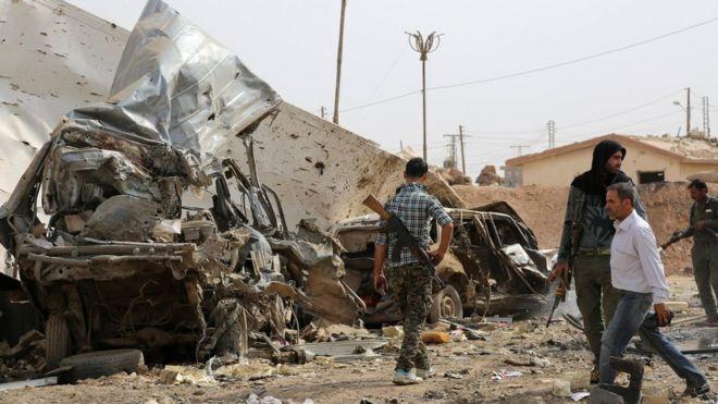 ISの爆破攻撃を受けたシリア・ハサカの北にあるYPG検問所(9月14日)
