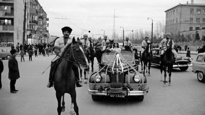 Bakı şəhərinin küçələrində Bahar qızının qarşılanması (22 mart 1967).
