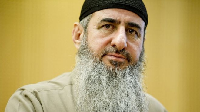 Mullah Krekar at a court in Oslo, Norway (14 August 2015)