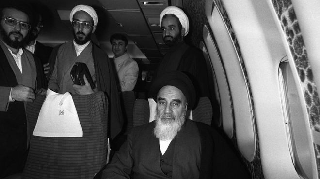 taken 01 February 1979 at Tehran airport of revolutionary leader Ayatollah Ruhollah Khomeini (C) posing aboard the Air France Boeing 747 jumbo