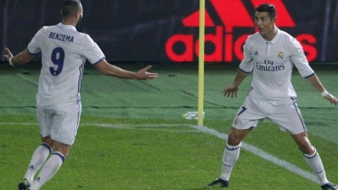 Ronaldo na Benzema wakishereherekea ushindi wa klabu yao