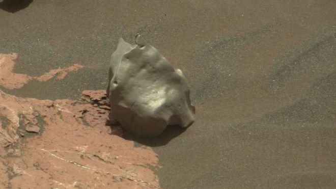 O estranho objeto encontrado em Marte