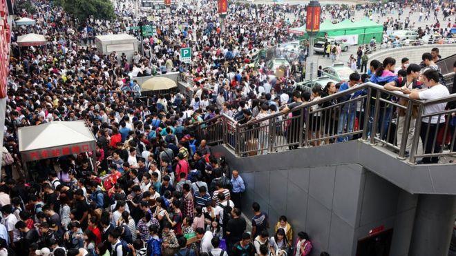 La estación de Zhengzhou, provincia de Henán, en víspera de vacaciones.
