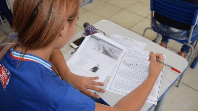 Aluna da rede estadual da Bahia em simulado para o Enem, em foto de arquivo
