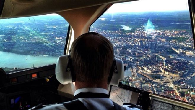 Vista desde cabina de avión de la ciudad de Estocolmo, Suecia.