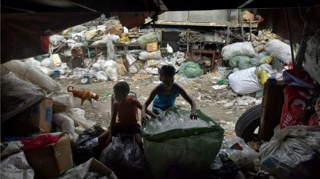 Resultado de imagem para Poluição ambiental causa morte de 1,7 milhão de crianças por ano no mundo