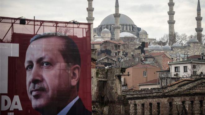 Эрдоган назвал расширение своих президентских полномочий лучшим ответом «жестокой фашистской» Европе