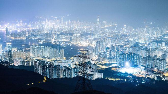 (แฟ้มภาพ) งานวิจัยหลายฉบับเชื่อว่า ฮ่องกงคือหนึ่งในเมืองที่ประสบปัญหาภาวะทางแสงมากที่สุดแห่งหนึ่งของโลก โดยระบุว่าระดับความเข้มข้นของแสงในบางพื้นที่มีค่าสูงกว่า 1 พันเท่าของมาตรฐานสากล