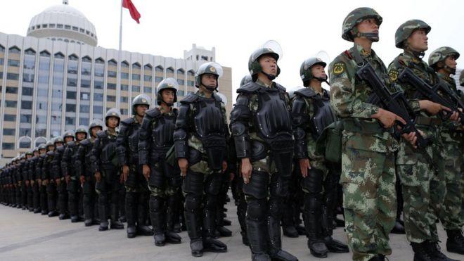 中国新疆举行反恐誓师大会