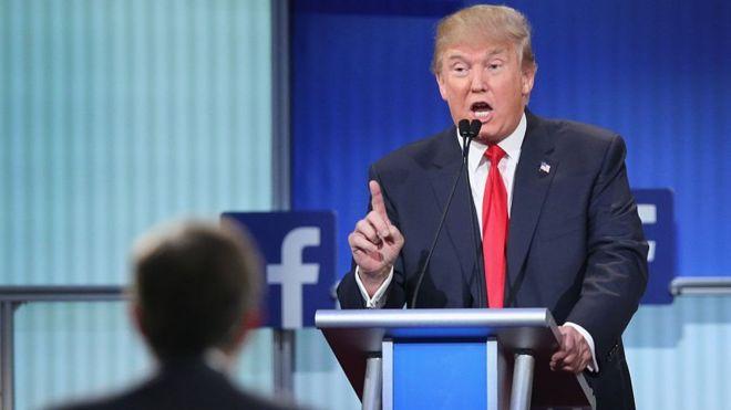 Donald Trump discursa durante a campanha