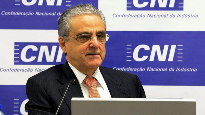 Criticado por citar caso da França, Andrade diz que não é necessário mudar carga horária no Brasil