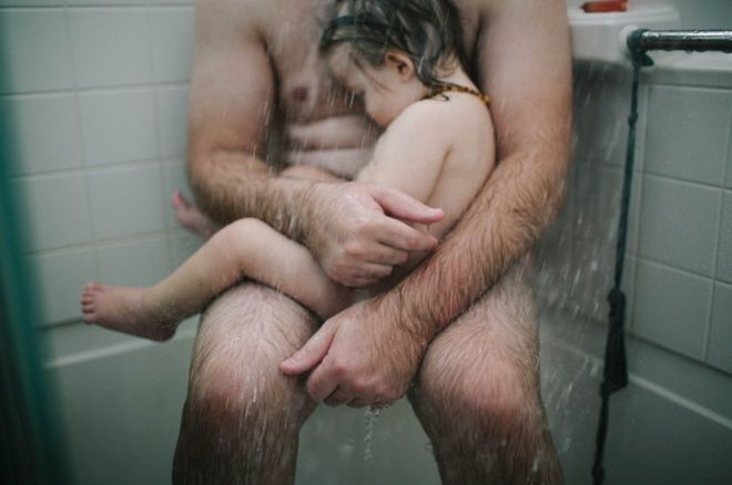 Thomas in the shower with his son Fox