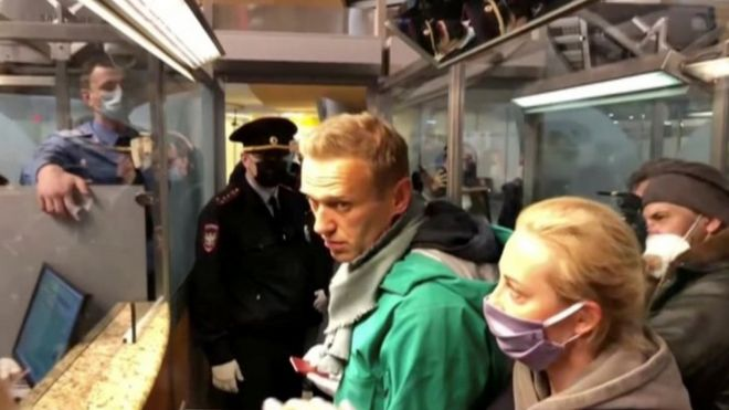 Alexei Navalny (centre) and his wife Yulia (right) speak to Russian police at passport control at Moscow's Vnukovo airport. Photo: 17 January 2021