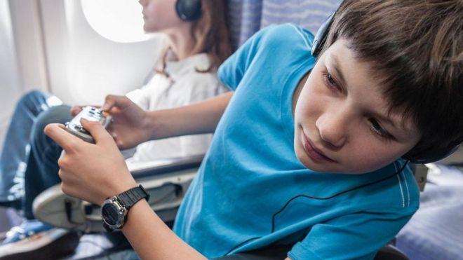 Nếu có một ghế trống và danh sách cập nhật cũng trống thì hành khách ở khoang khác có chuyển đến đó được không?