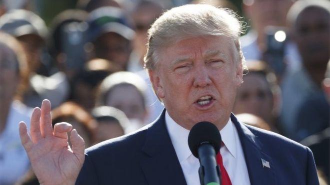Donald Trump akihutubu Miami.