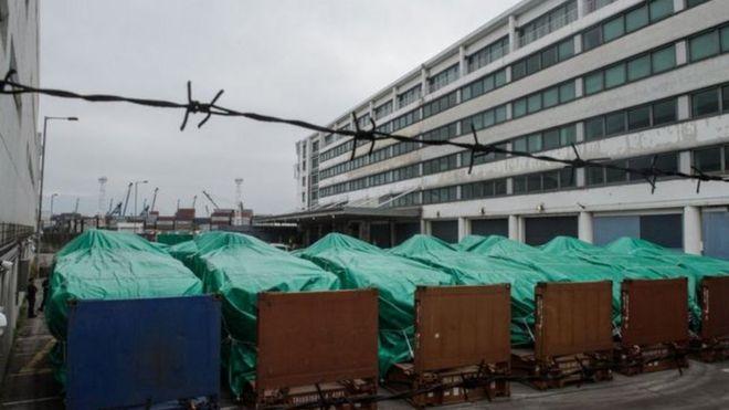 香港政府宣布将归还被扣新加坡装甲车