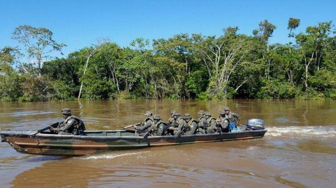 Soldados brasileños en la frontera