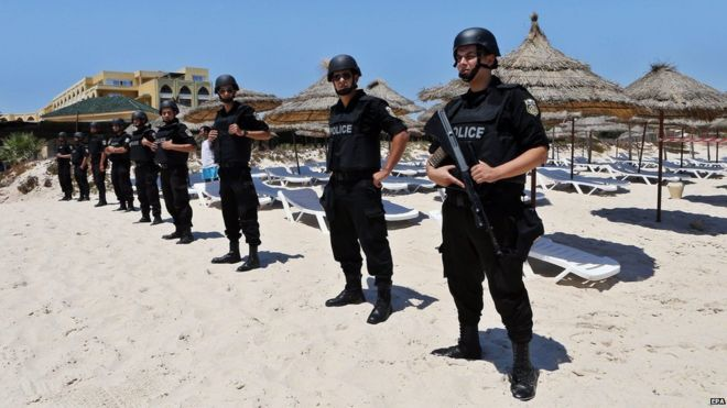 Tunisian security forces on the beach at Sousse, one week after deadly attack (3 July)
