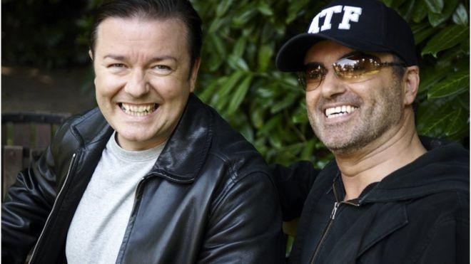 Джордж Майкл (справа) на съемках сериала Extras