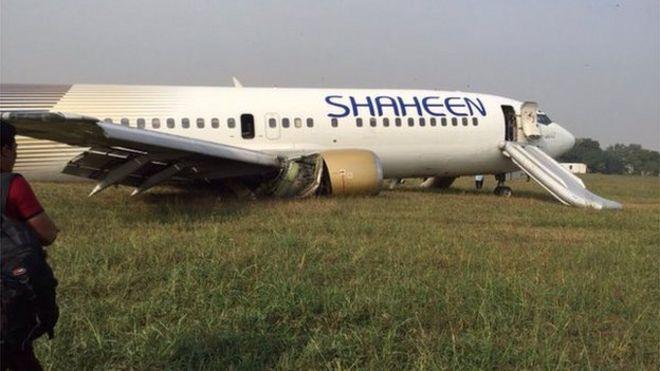 [Internacional] Avião faz pouso forçado no Paquistão _86474189_cs3wo00weaazcyi