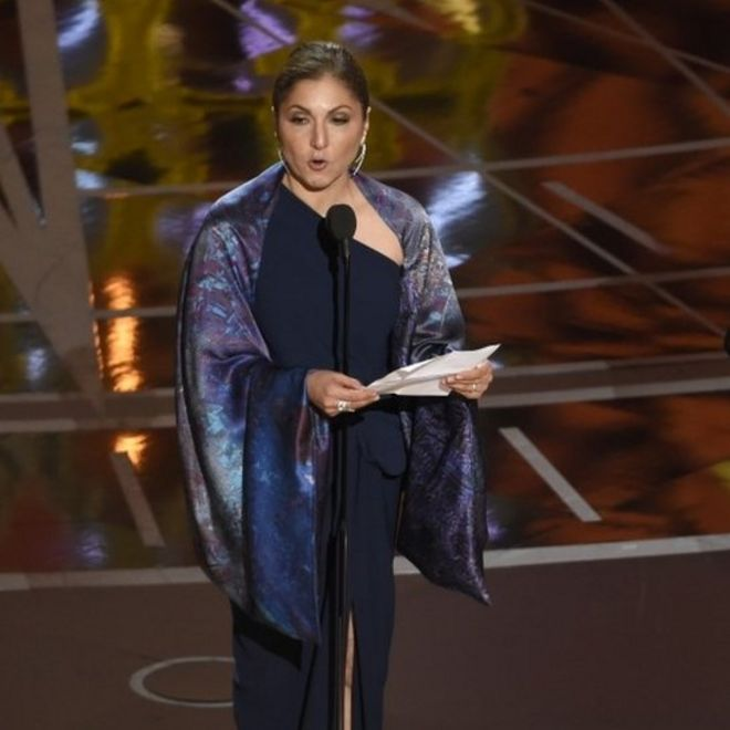 Anousheh Ansari lee un mensaje de Asghar Farhadi