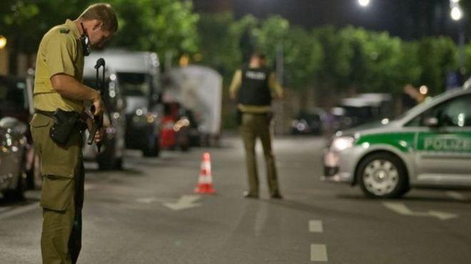 En Ansbach un hombre detonó un explosivo en un bar, cerca de la puerta de entrada a un popular festival de música.