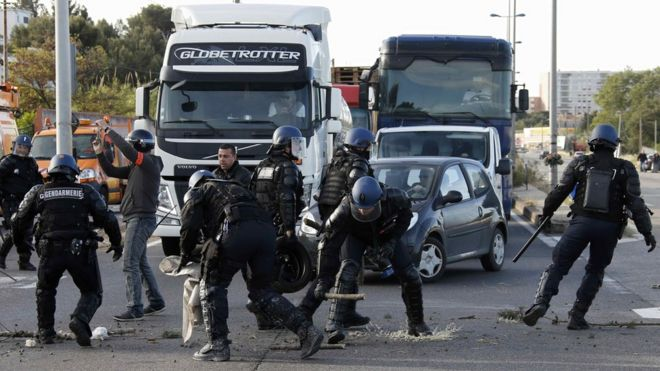 Police removed a blockade outside the Fos-sur-Mer refinery in Marseille early on Tuesday