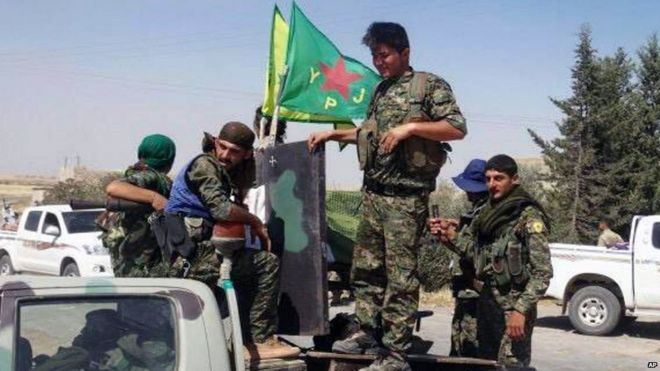 Photo purportedly showing Kurdish YPG fighters near Ain Issa in northern Syria (23 June 2015)