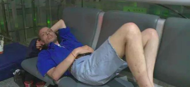 A foreigner taking off his shoes at the airport and sleeping on a sofa! How ill-mannered!