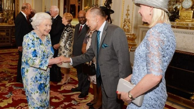 """Queen Elizabeth II (R) shakes hands with New Zealand""""s Governor-General Jerry Mateparae (2R) during a reception ahead of the Governor General's lunch in honour"""