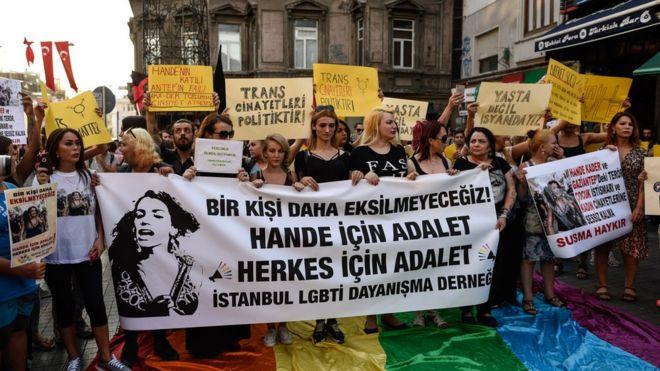 Trnas kadın Hande Kader'in öldürülmesi protesto edildi.