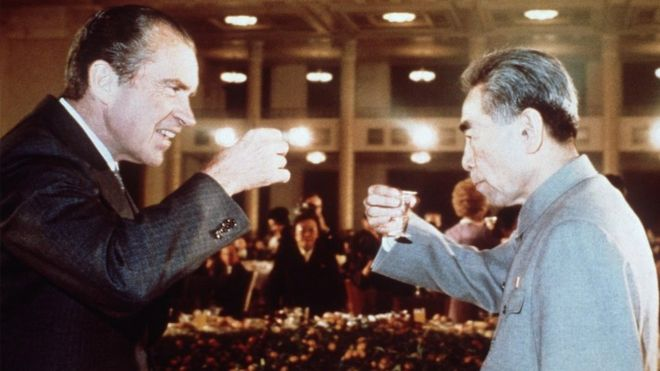 Richard Nixon (L) toasts with Chinese Premier Zhou Enlai (R) during his trip to China in February 1972.