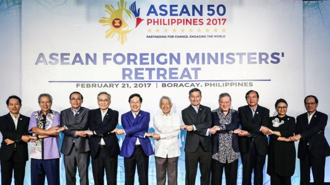 菲外长称东盟对中国在南海部署武器不安
