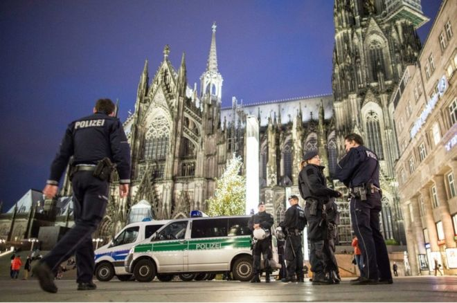 Police officers standing outside the main station next to Cologne cathedral, 6 January 2016