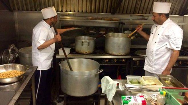 Мусульманская община предлагает бесплатное питание в Абердине