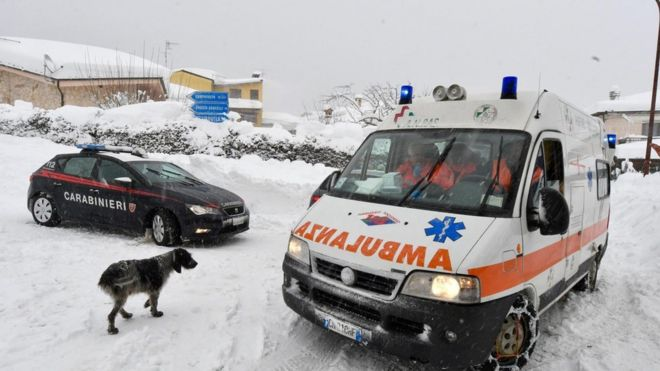 Italia: muertos y varios desaparecidos en hotel tras avalancha provocada por un sismo