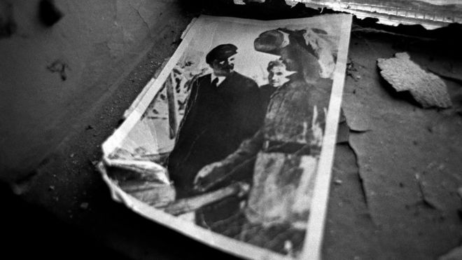 A small black and white photograph of Lenin in a flat in Pripyat.