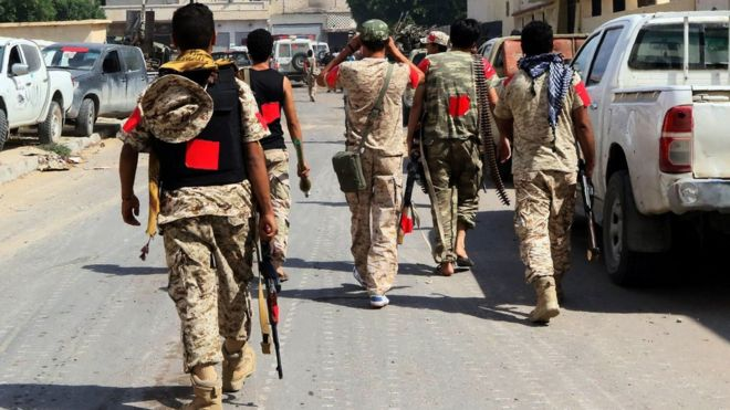 Forces loyal to Libyan government walk towards their position in Sirte (28 August 2016)