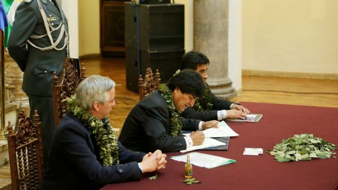 Bolivia's President Evo Morales signs documents related to the approval of a new law about coca leaves at the presidential palace , 8 March 2017