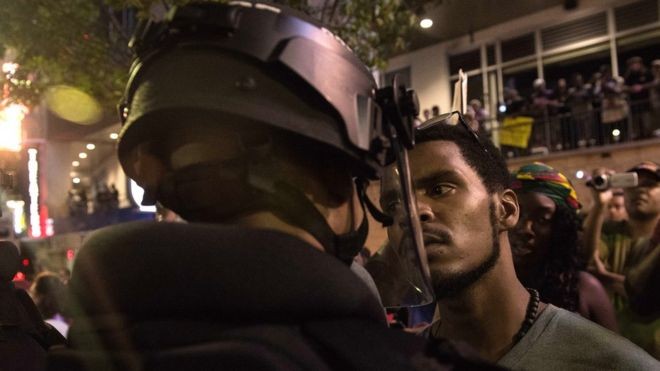 Estados Unidos: decretan estado de emergencia en Charlotte por las protestas desatadas por la muerte de un hombre negro a manos de la policía