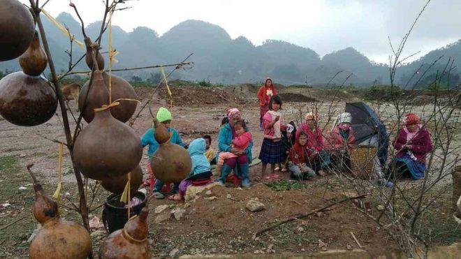 Bán cành đào tại Mộc Châu, Sơn La