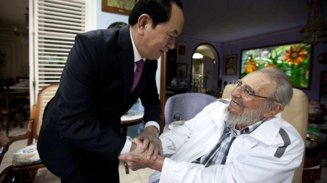 "Cuba""s former leader Fidel Castro, right, shakes hands with Vietnamese President Tran Dai Quang, left, in Havana, Cuba, Tuesday, Nov. 15, 2016."